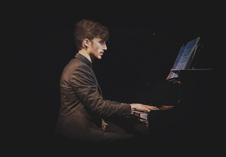 Lorenzo Bongiovanni, Pianist and Composer for your MusicPortrait.